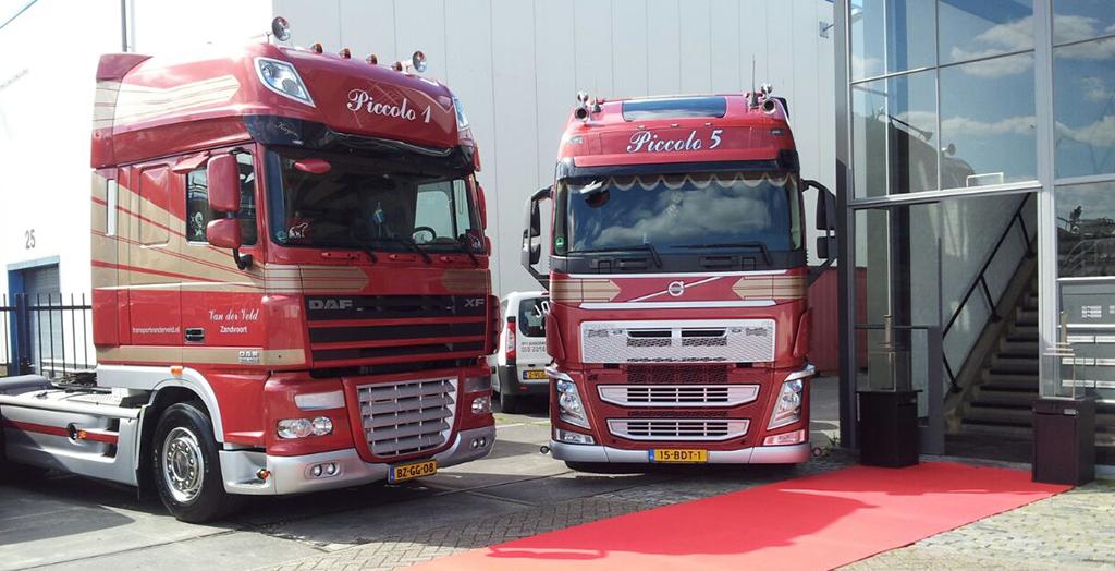 twee vrachtwagens van Transport Van der Veld