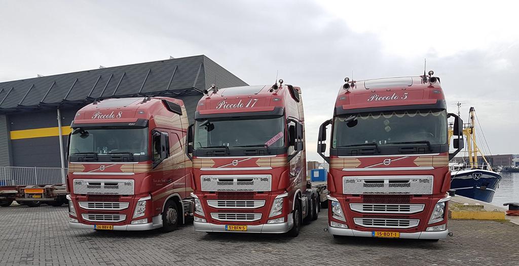 drie Volvo vrachtwagens van Transport Van der Veld